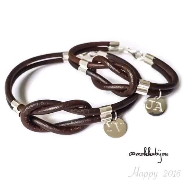 bd21f82fdc6c Otro conjunto para parejas💕 Pulseras de cuero y plata nudo infinito mas  medallitas mini. 45  cada una.  couple  parejas  amor  love  panama   jewelry ...