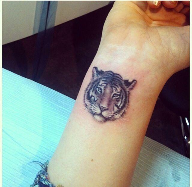 tiger tattoo on wrist p e t s pinterest tiger. Black Bedroom Furniture Sets. Home Design Ideas