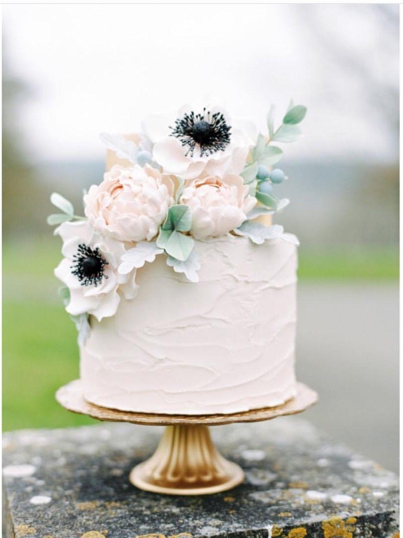 Hochzeitstorte Mit Echten Blumen Pfingstrosen Und Anemone