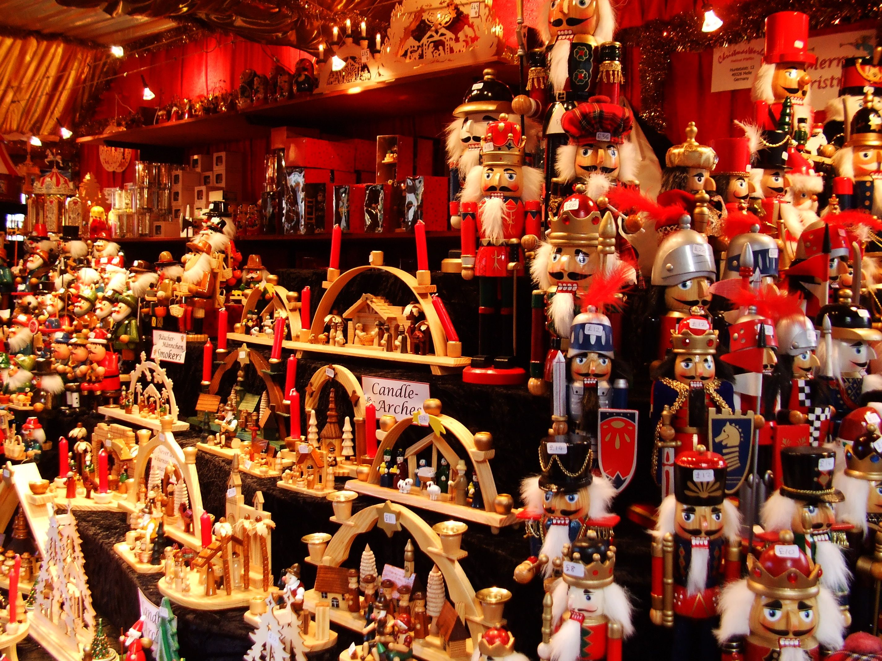 Traditional german christmas decorations - A Booth Of The Handmade Items At The Incredible German Christmas Markets The Christmas