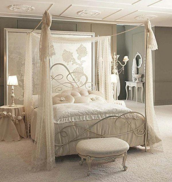 Ein Bett Mit Baldachin Versteckt Ihre Träume