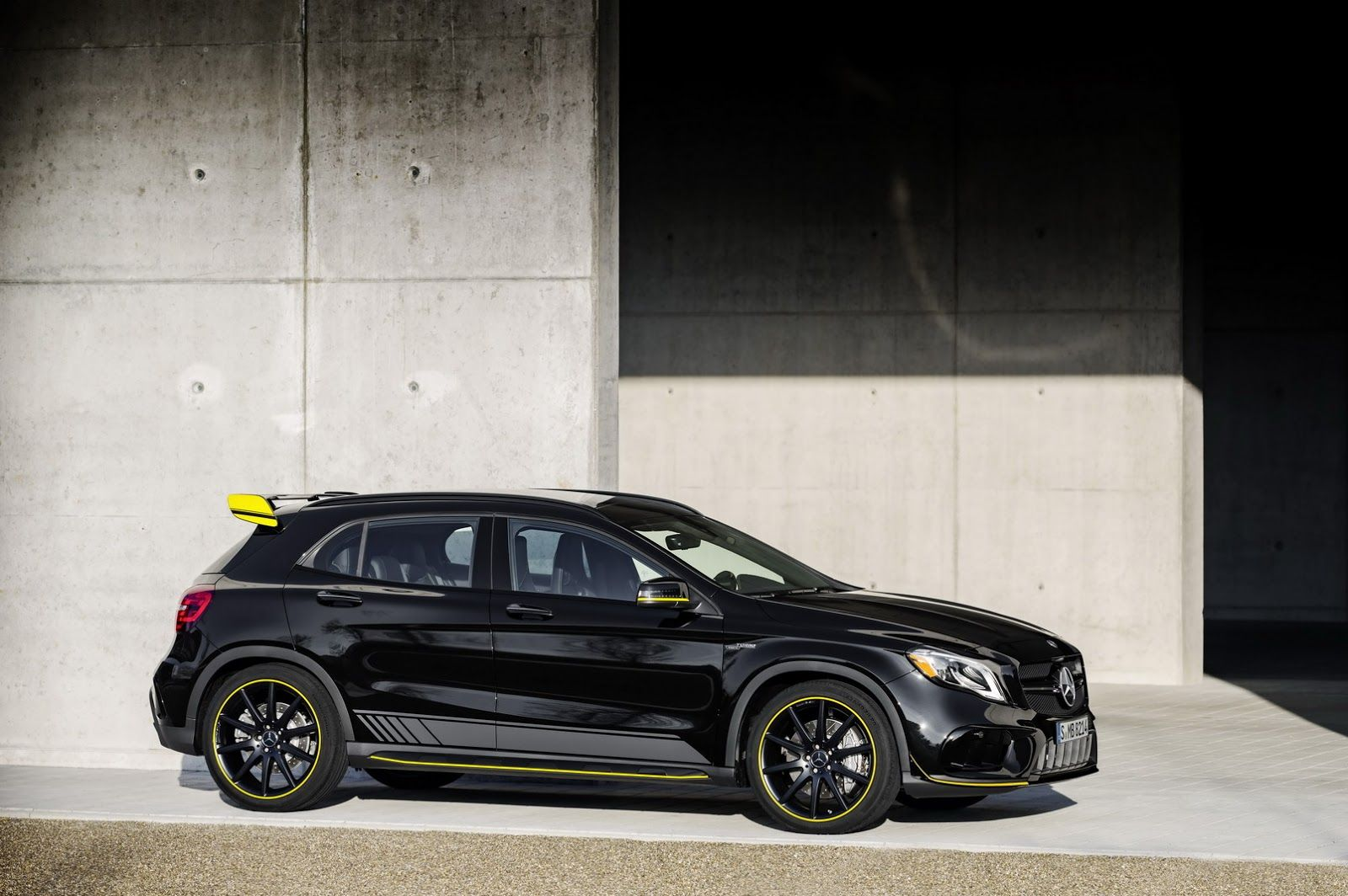 Facelifted Mercedes Benz Gla And Gla 45 Bow In Detroit With