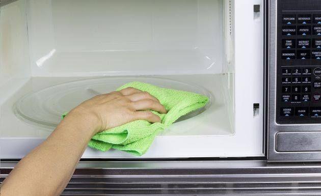 Limpia Tu Horno Microondas Con Regularidad Así Evitarás Que La Concentración De Residuos O Limpiar El Microondas Como Limpiar El Microondas Limpiar Microondas