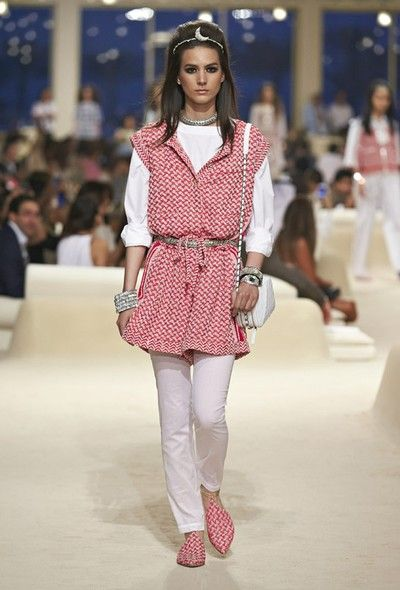 Chanel | Dubai | Cruise 2015 - Vogue | Fashion weeks