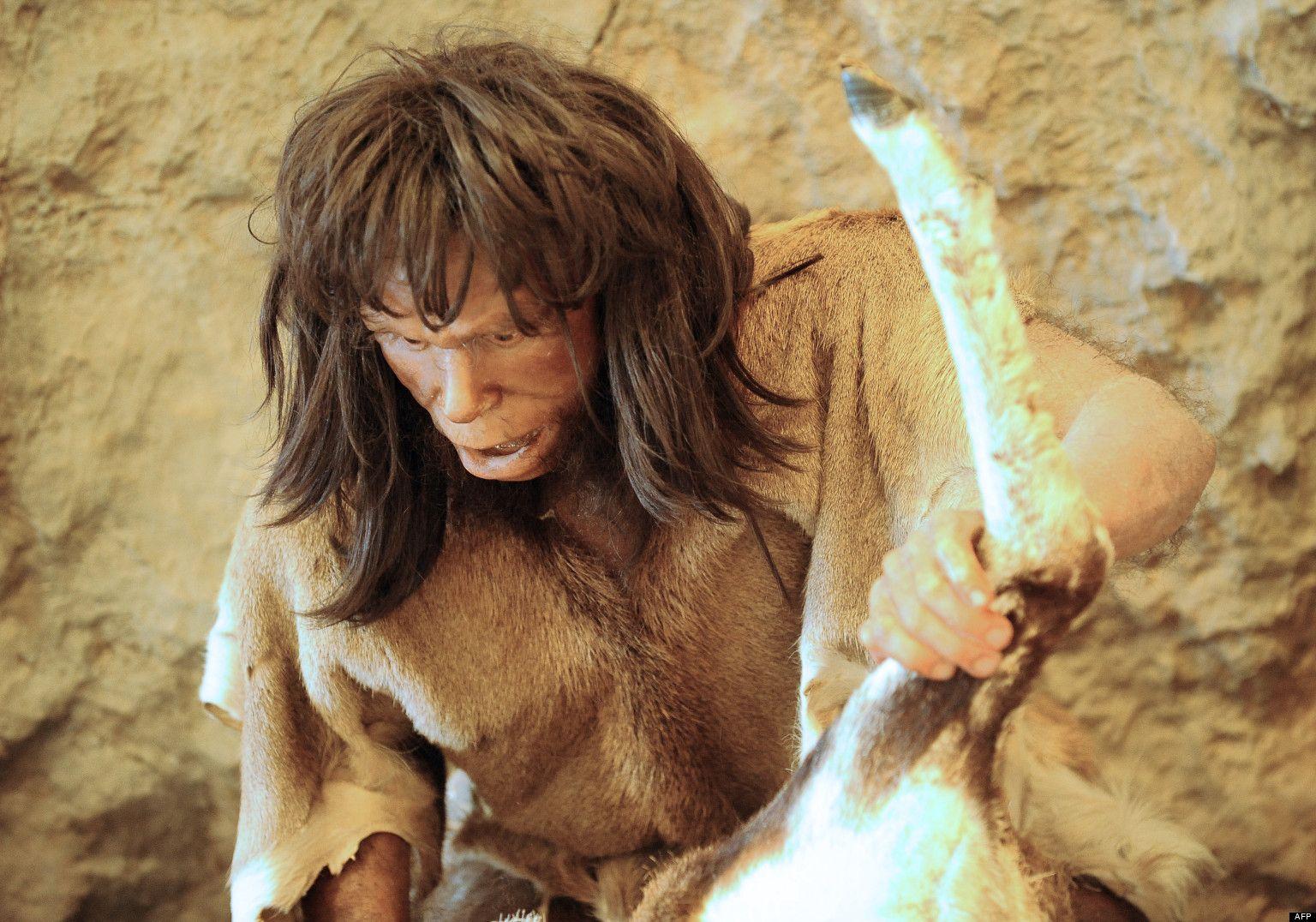 Homme Prehistorique La Coiffure A La Prehistoire Est Hirsute Et Longue Mal Coiffe Les Hommes Porte La Barbe Lon Homme Prehistorique Prehistorique Prehistoire