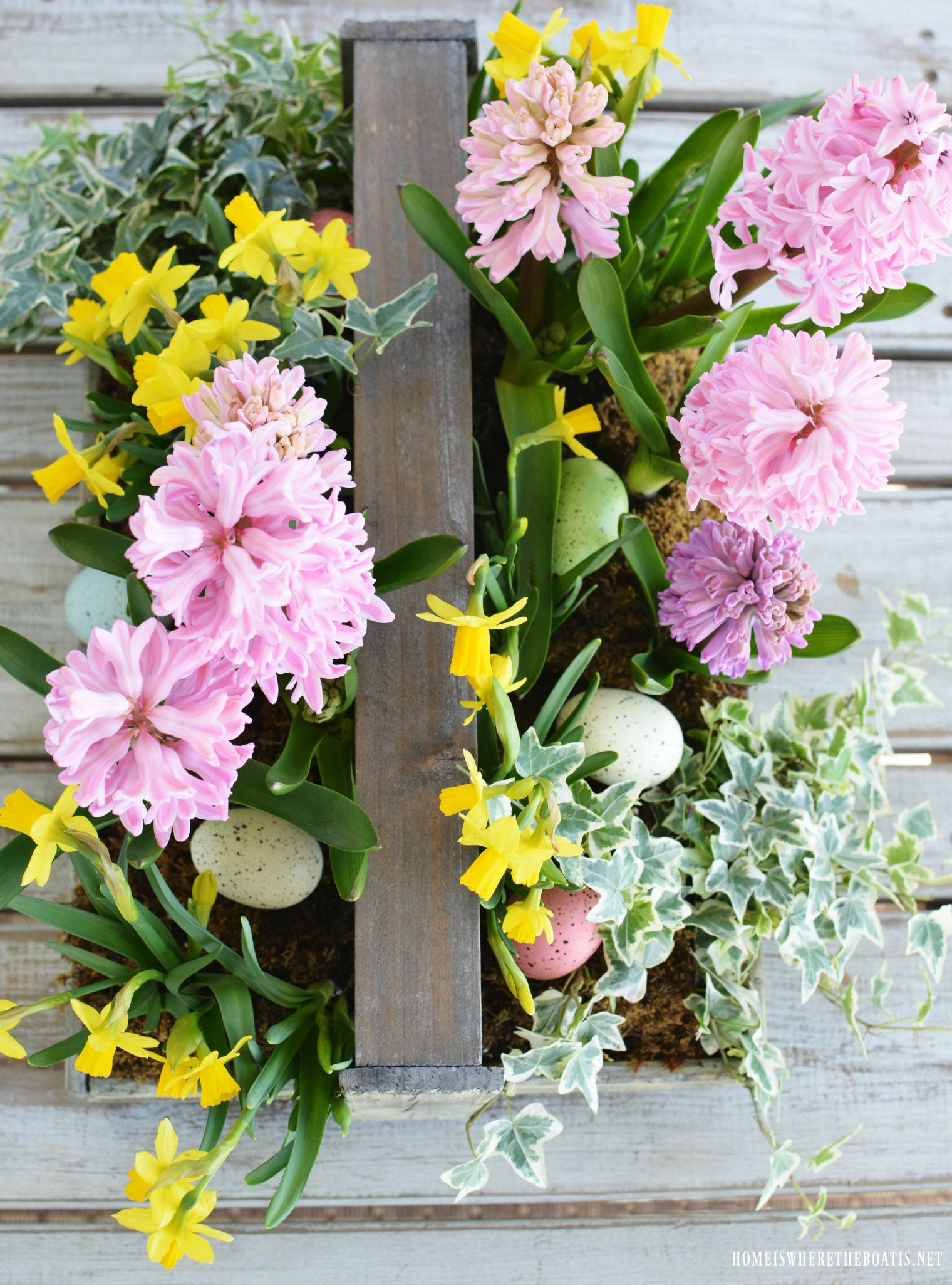 Create an easy blooming centerpiece for easter flower