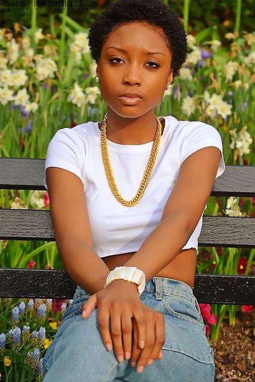 Mona G  18 yrs old  Staten Island, NY