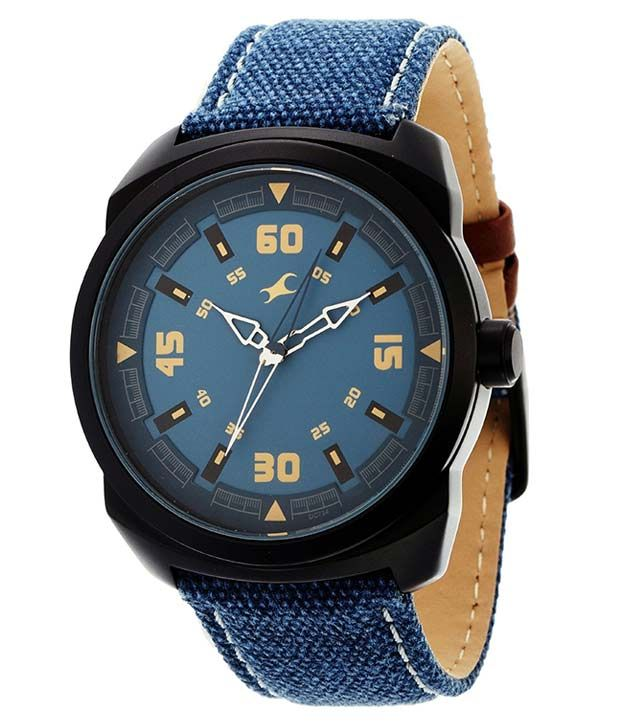 This analog watch from Fastrack is a must-have for you if getting a new look is what is on your mind. Featuring an attractive round dial and a canvas leather strap, the Fastrack 9463AL07 Blue Leather Analog Watch for men is sure to stand the test of time. It is not only lightweight but also fits comfortably on your wrist