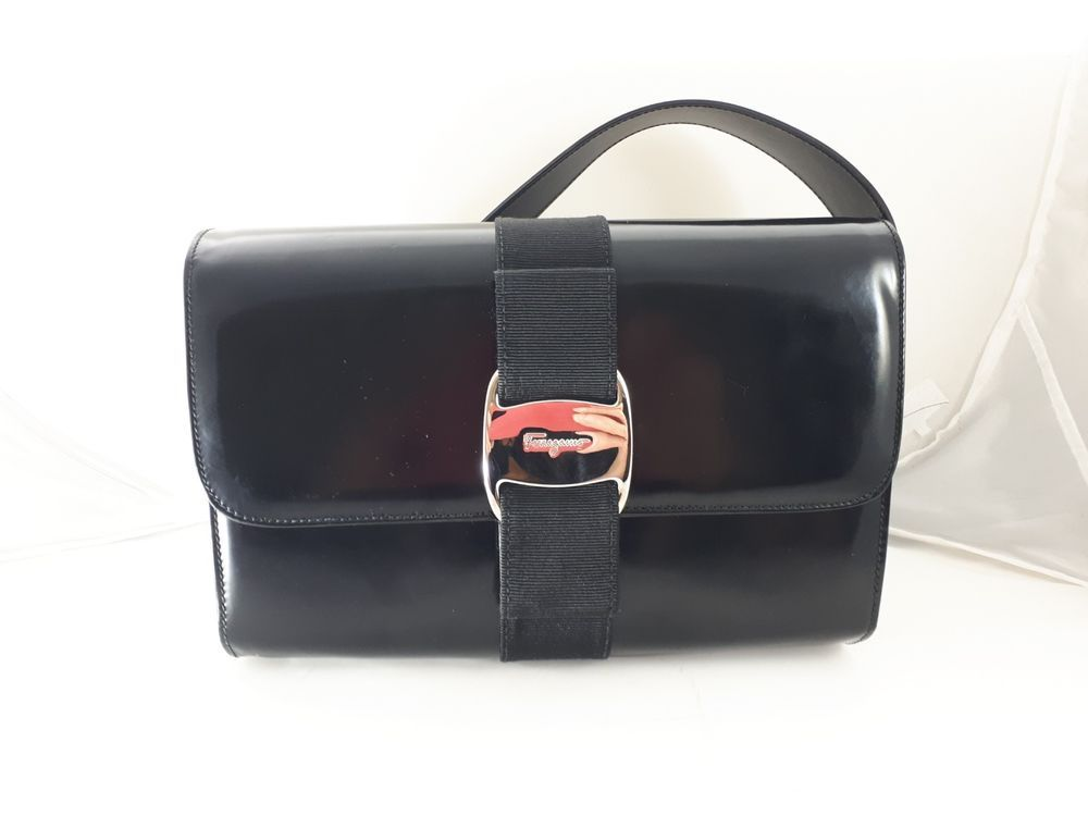 Salvatore Ferragamo Black Patent Leather Vara Bow Shoulder Flap Bag Baguette 72fd20ba57456