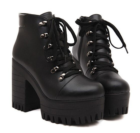 Preto sapatos de plataforma mulher outono de punk botas grossas de salto  alto senhoras bombas mulheres motocicleta botas para mulheres Y38 em Botas  de ... 881821825a8