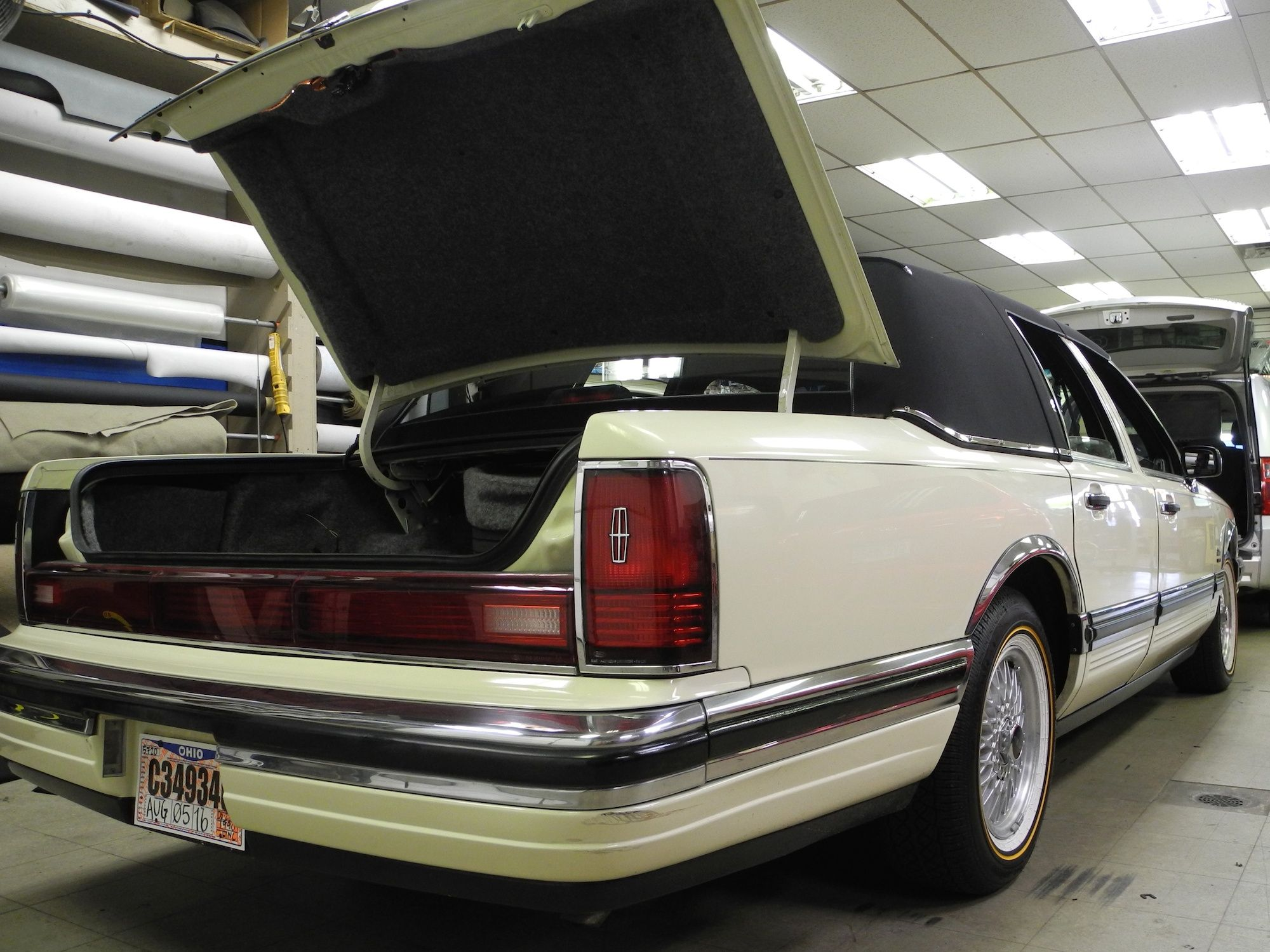 How Do You Define Full Sized American Luxury This 1990 Lincoln Town Car Felt