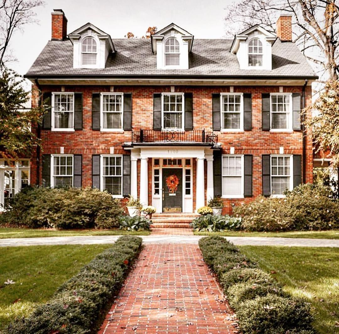 Hank Bailey Re Max Legends On Instagram What An Awesome Presence This Home Has Kind Of Makes M Colonial House Exteriors House Exterior Colonial House