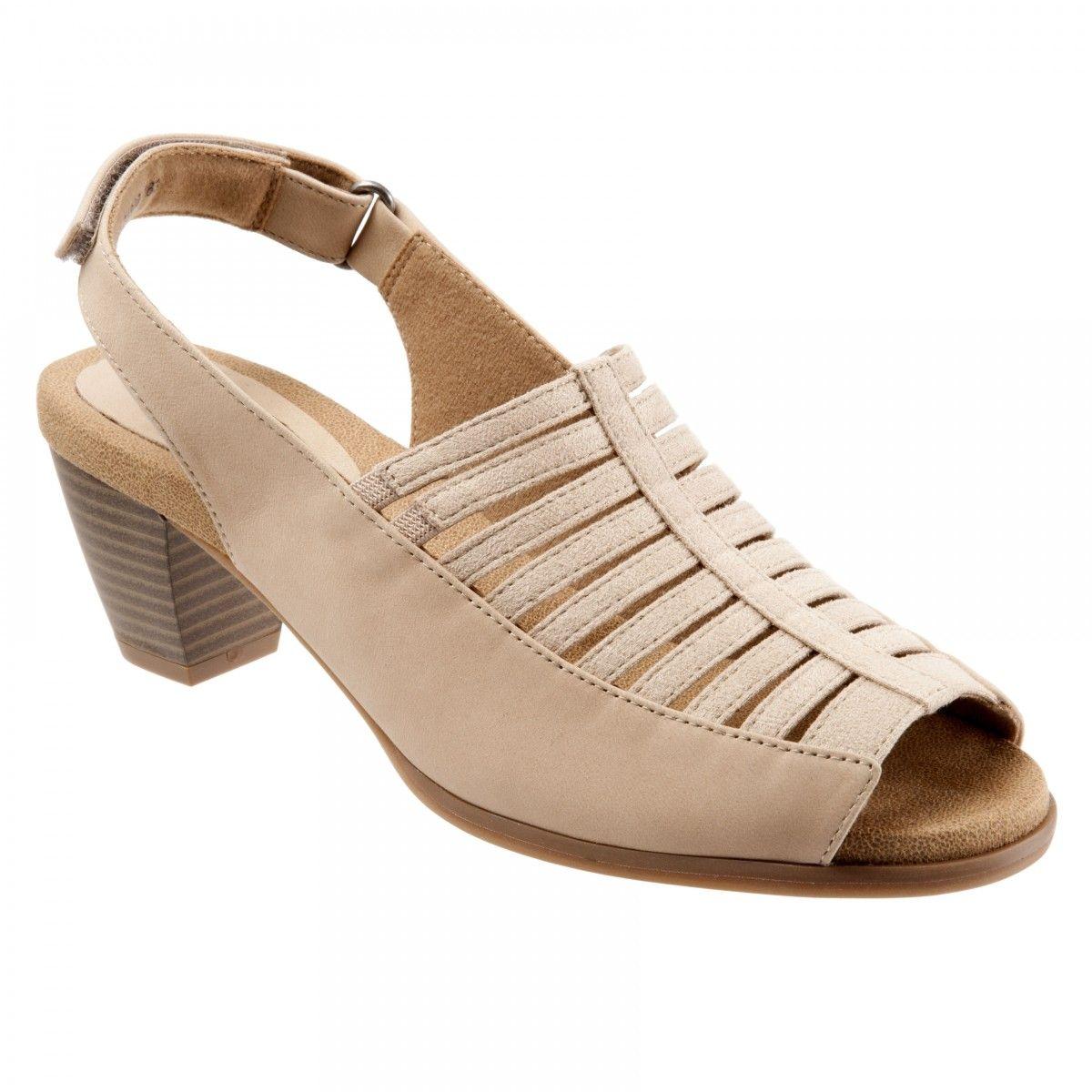 156764da0 Trotters Minnie Women s Heeled Sandal Nude Nu - 7.5 Medium