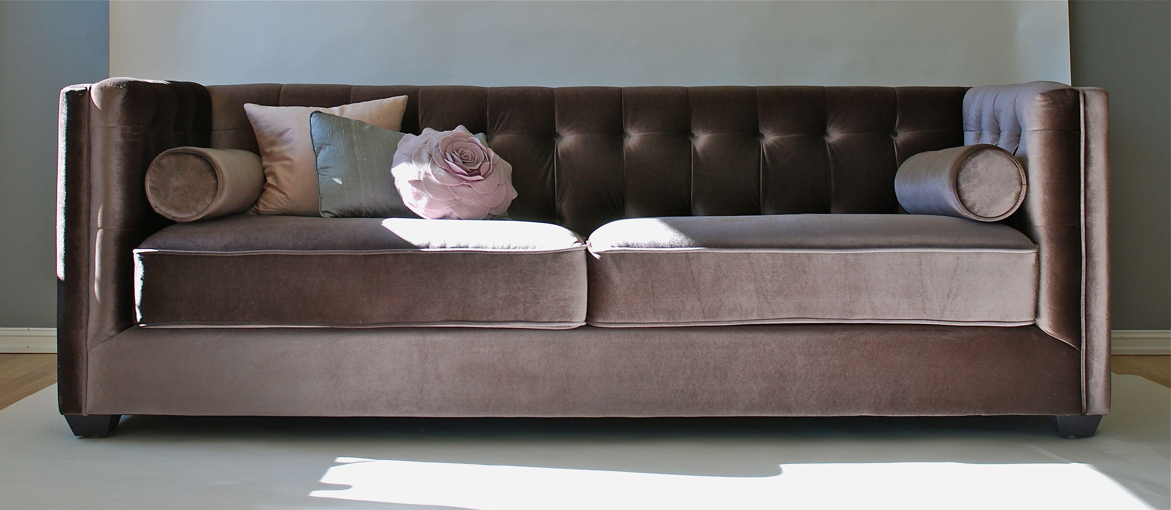 Lekker sofa i grå/brun velour.