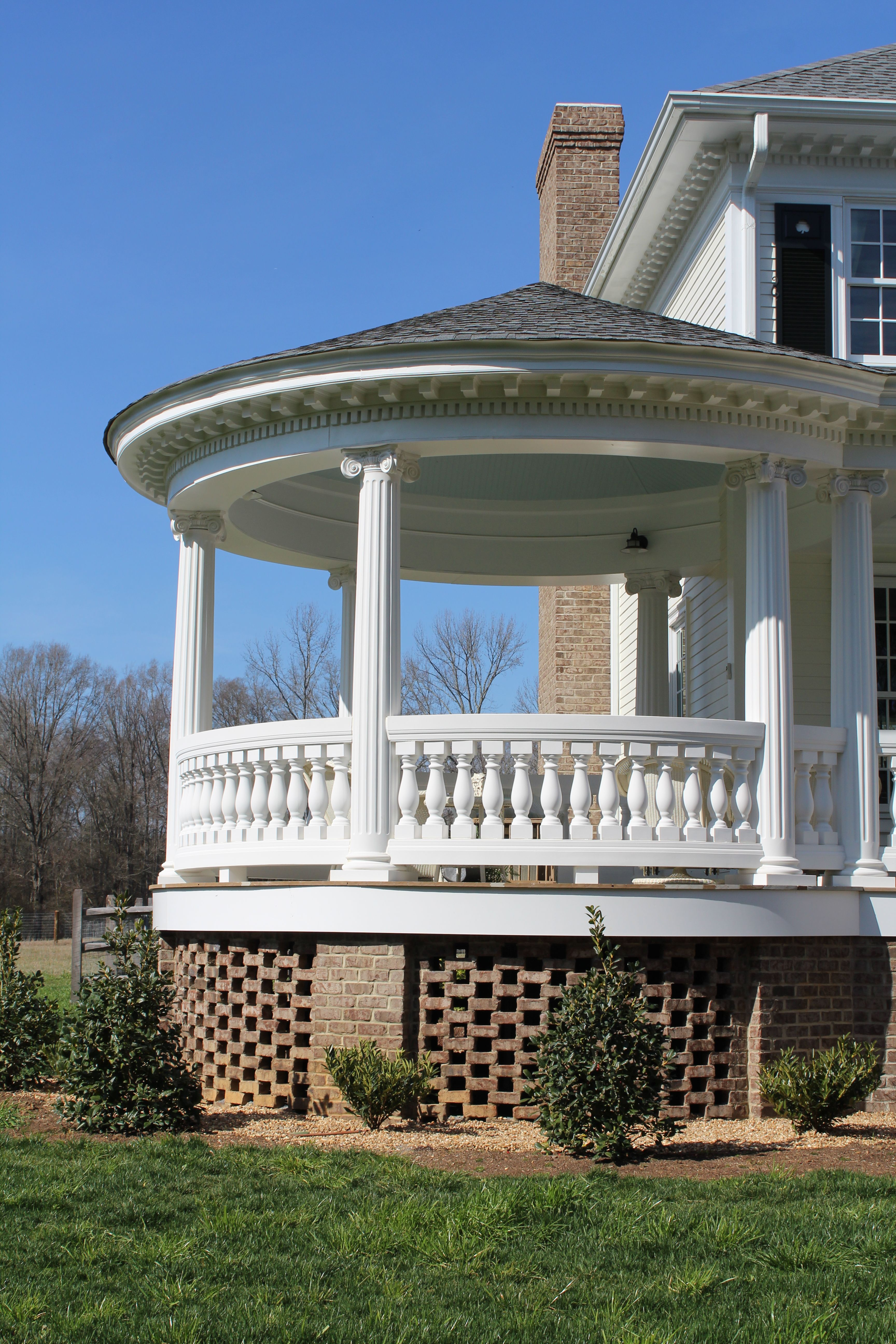 round porch with fluted porch columns. | fluted porch columns