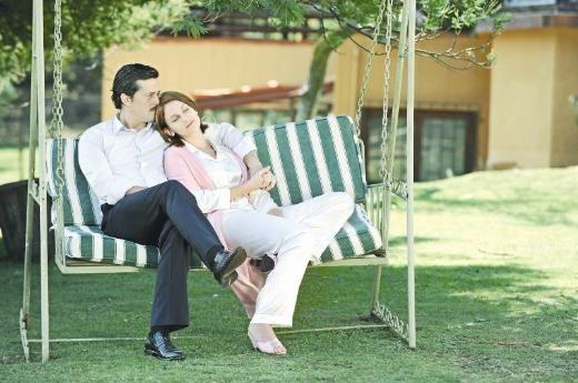 Mete Horozoglu Farah Zeynep Abdullah 1 Magazin Foto Galeri Farah Outdoor Chairs Outdoor