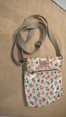 Cath Kidson bag https://t.co/FlVz7bOhtF https://t.co/Rrp9Csw0Im