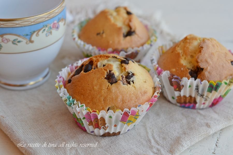 Muffin con nocciole e cioccolato,soffici dolcetti per colazione e merenda adatti a grandi e bambini