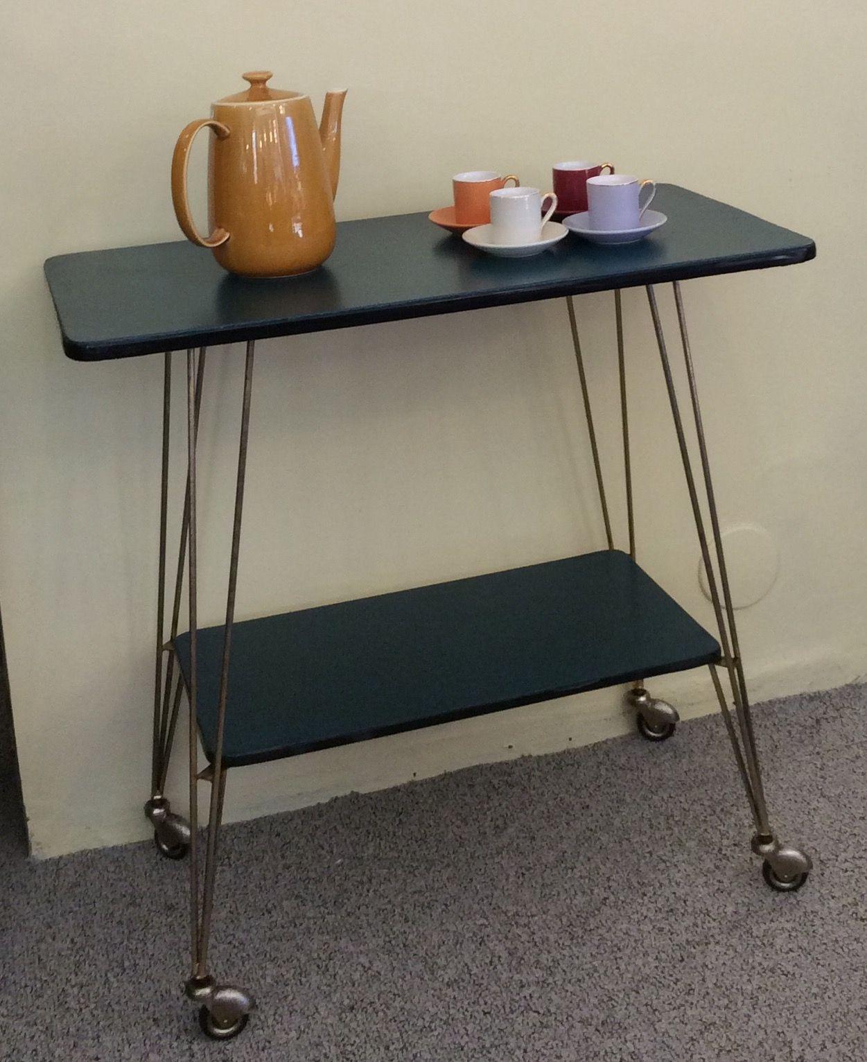 kaksitasoinen rullapöytä 50 luvun lopulta . tasot turkoosia muovipinnoitetta . kultaiset jalat . korkeus 72.5 . leveys 74.5 . syvyys 38.5 cm . @kooPernu VARATTU