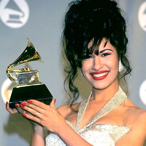Selena Quintanilla Perez And Her Grammy For Selena Live Best Mexican American Album Selena Quintanilla Perez Selena Quintanilla Selena