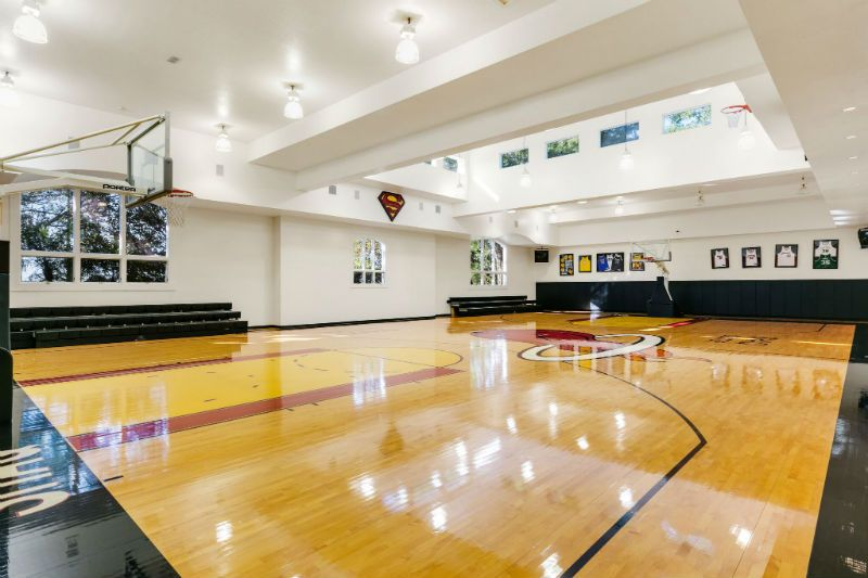 Shaquille O Neal Mansion For Sale Beverly Hills Magazine Home Basketball Court Indoor Basketball Court Shaquille O Neal