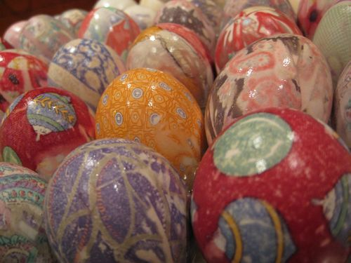 Coolest way to dye Easter eggs