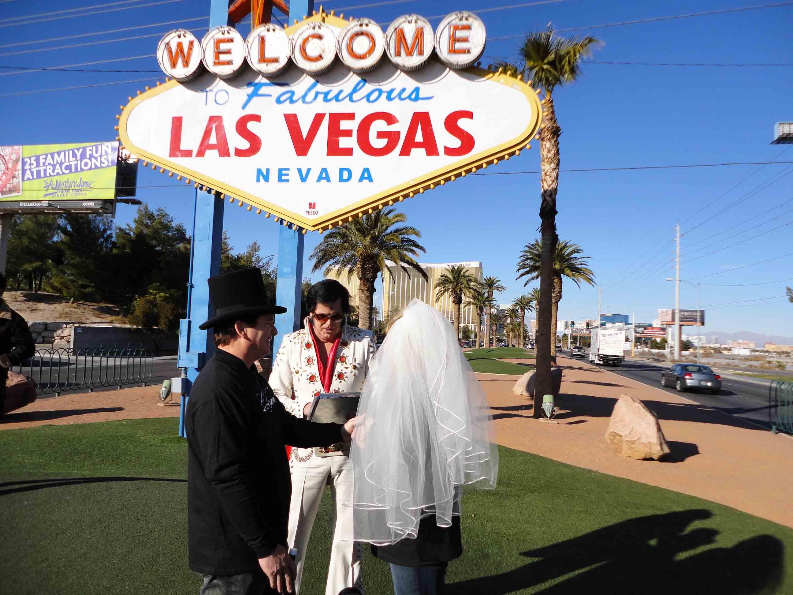 get married by fake elvis in las vegas bahahahaha On fake wedding las vegas