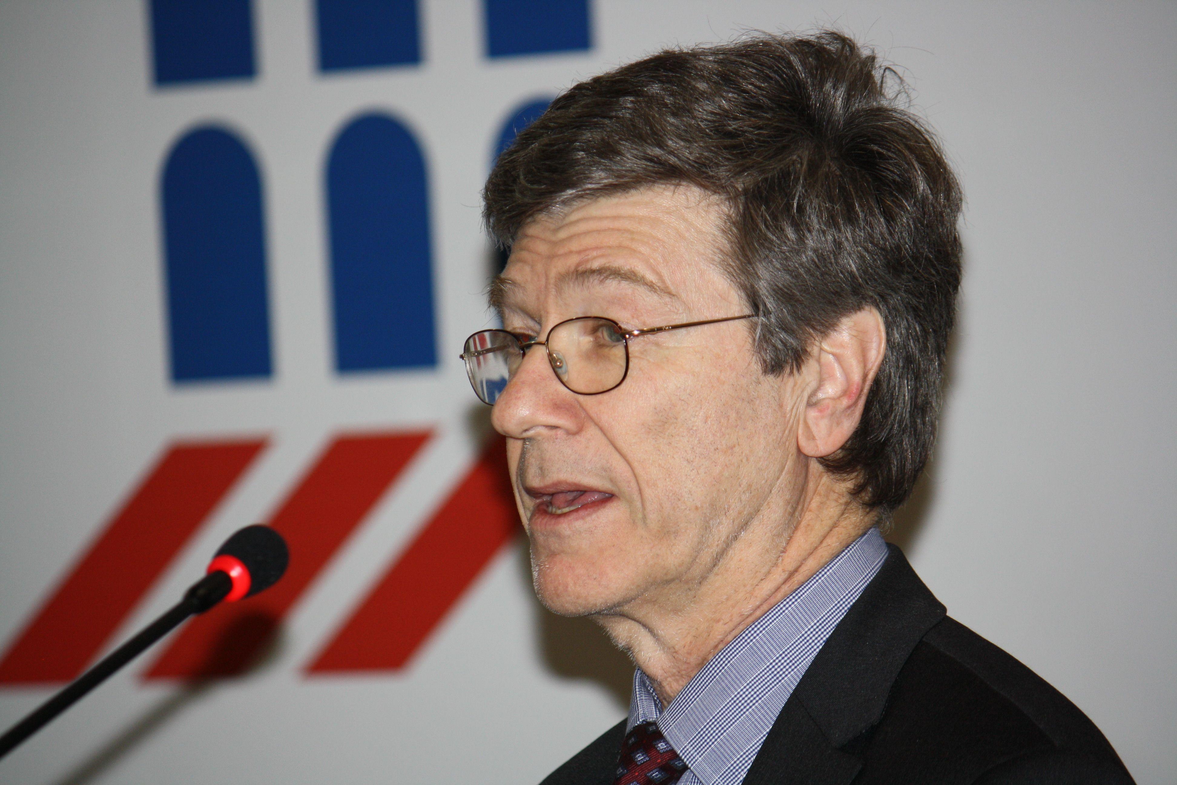Jeffrey Sachs, economista e saggista statunitense. È direttore dell'Earth Institute alla Columbia University (NY)