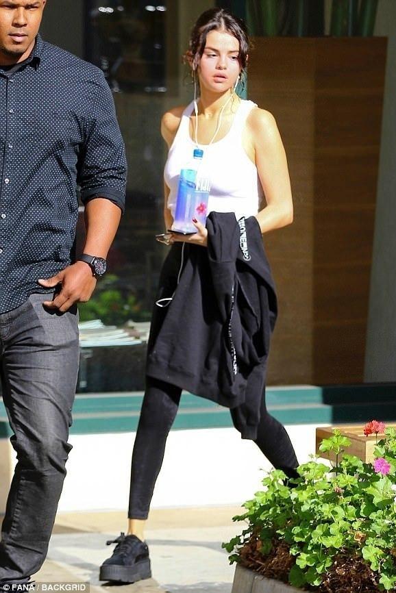 861400762570 Selena Gomez wearing Puma X Fenty By Rihanna Suede Cleated Creeper Sneakers  in Black