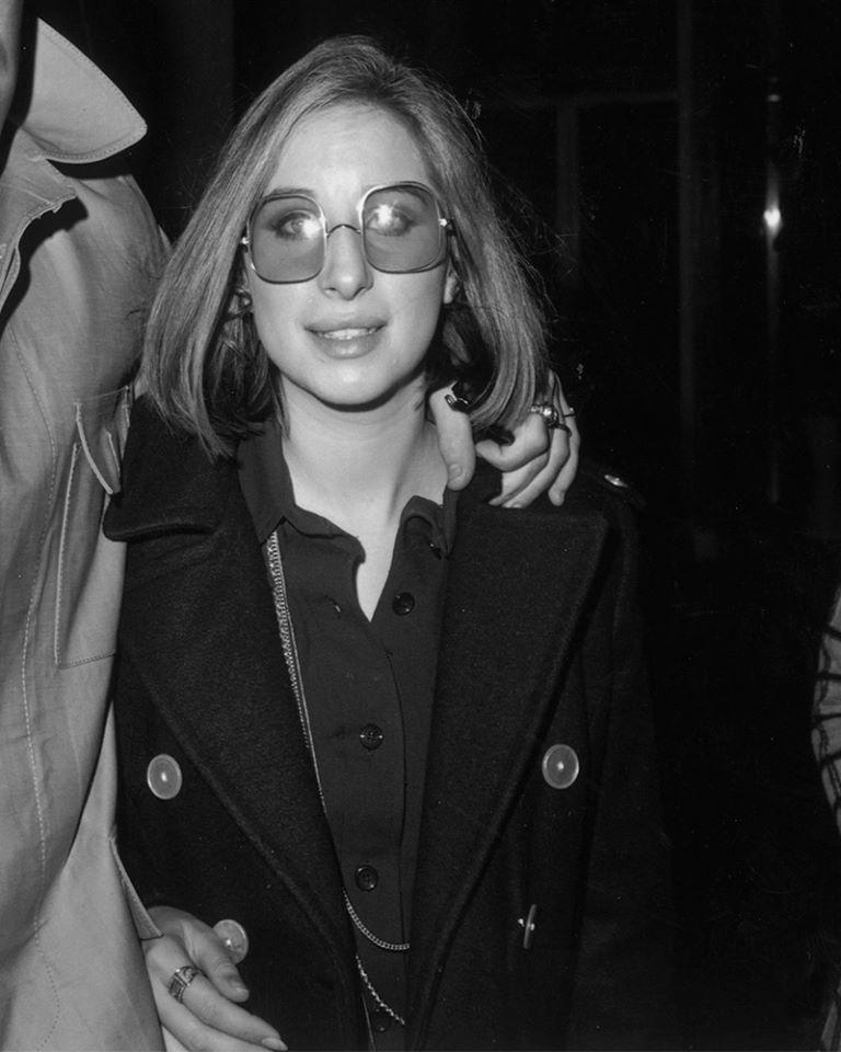 4eac720b21 Facesunglasses Barbra Streisand