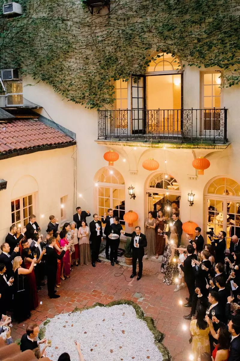 Wedding Of The Day An Elegant House Party In New York City Nyc Wedding Venues Nyc Wedding New York Wedding