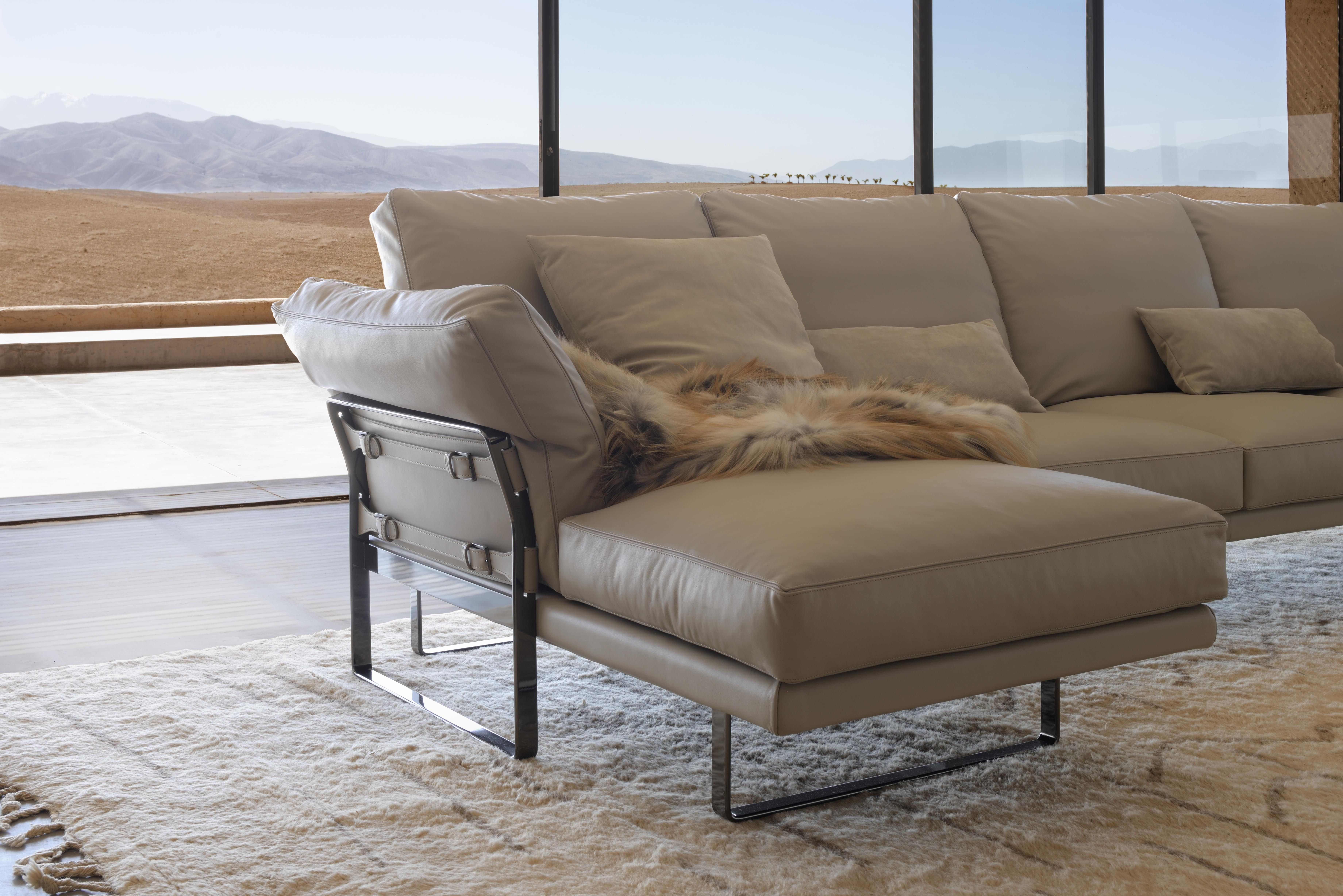 Fashion accents on furniture Home collection Metropolitan Sofa