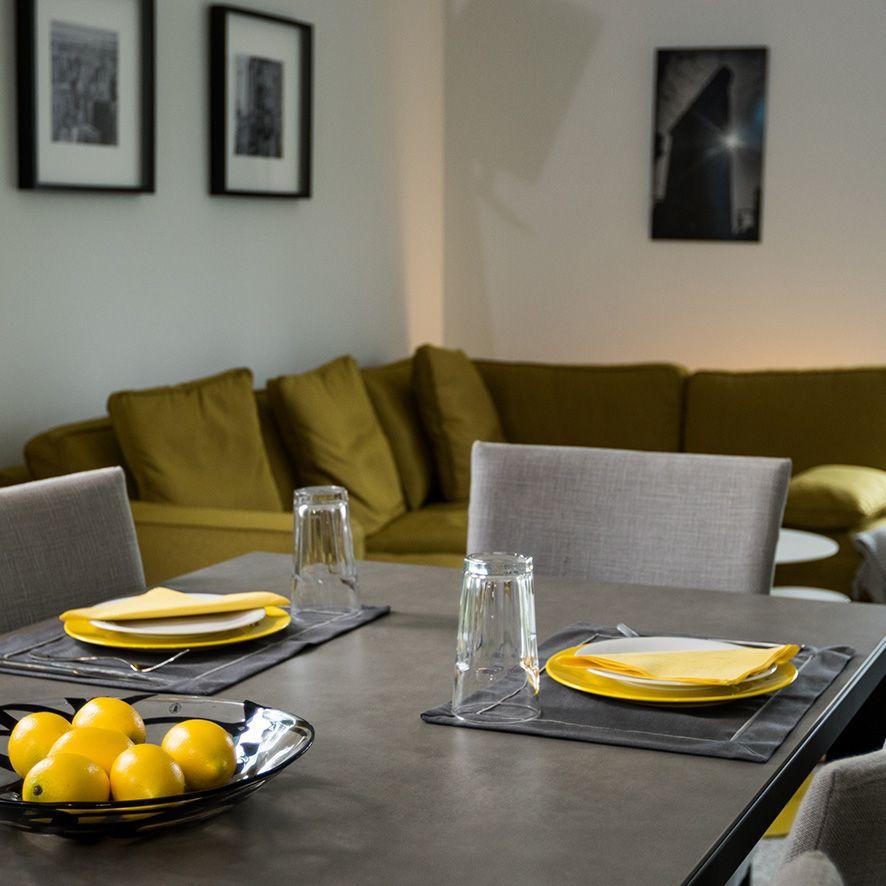Auch Senfgelb ist eine absolute Trendfarbe! #massahaus - wohnzimmer kamin design