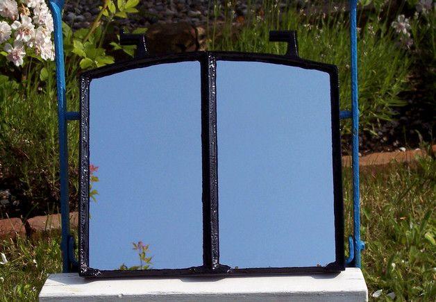 Spiegel - Spiegel aus altem gusseisernen Fenster - ein Designerstück - gartendekoration aus altem holz