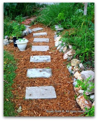 Stepping Stone Path With Mulch With Images Garden Paths