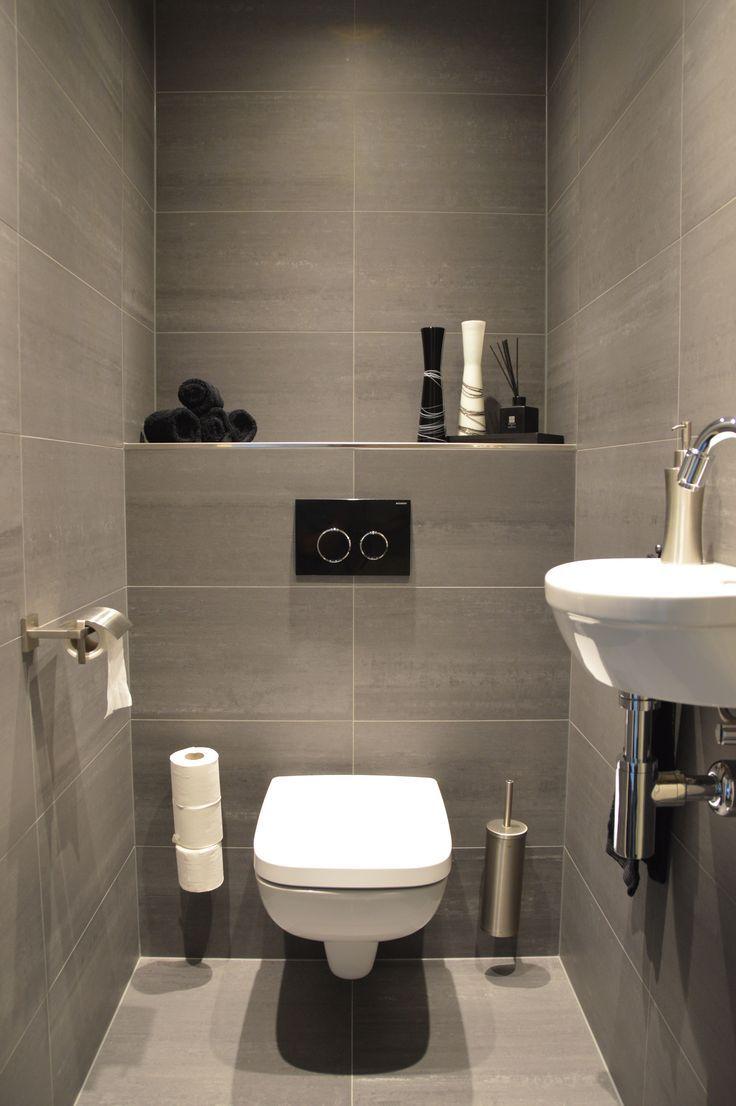 Salle de bain contemporaine en 2019 salle de toilette - Decoration wc sous escalier ...