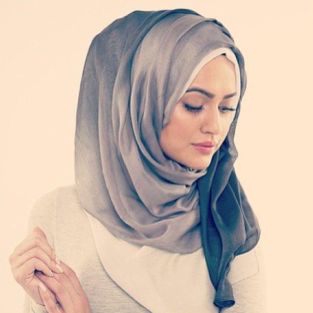 Love This Style Of Hijab Super Voluminous And Who Doesn T Love Volume Beautiful Hijab Muslim Women Fashion Hijab Fashion