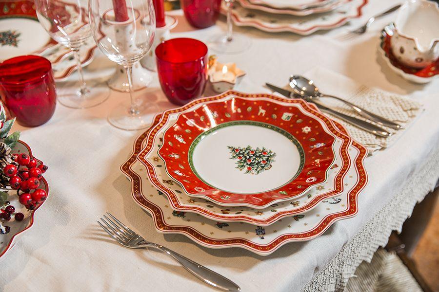 Apparecchiare la tavola per natale con i piatti di - Tavoli apparecchiati per natale ...