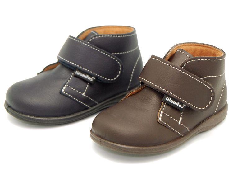 Tienda online de calzado infantil Okaaspain. Calidad al mejor precio  fabricado en España. Bota de piel lavable con velcro. 2419c5d12bd