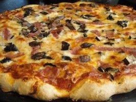Approximately  Aurelio's Pizza and Pasta Sauce