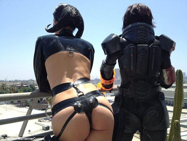 Adrianne curry does boring twitter ass pics of the day