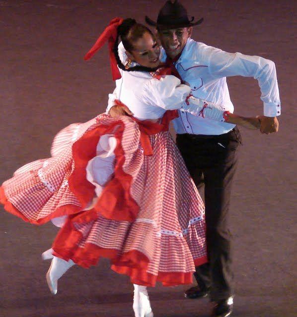 f503ebcb19c18f434dac29bdf0b1a3fc 7 Grandiosos Trajes Regionales Mexicanos