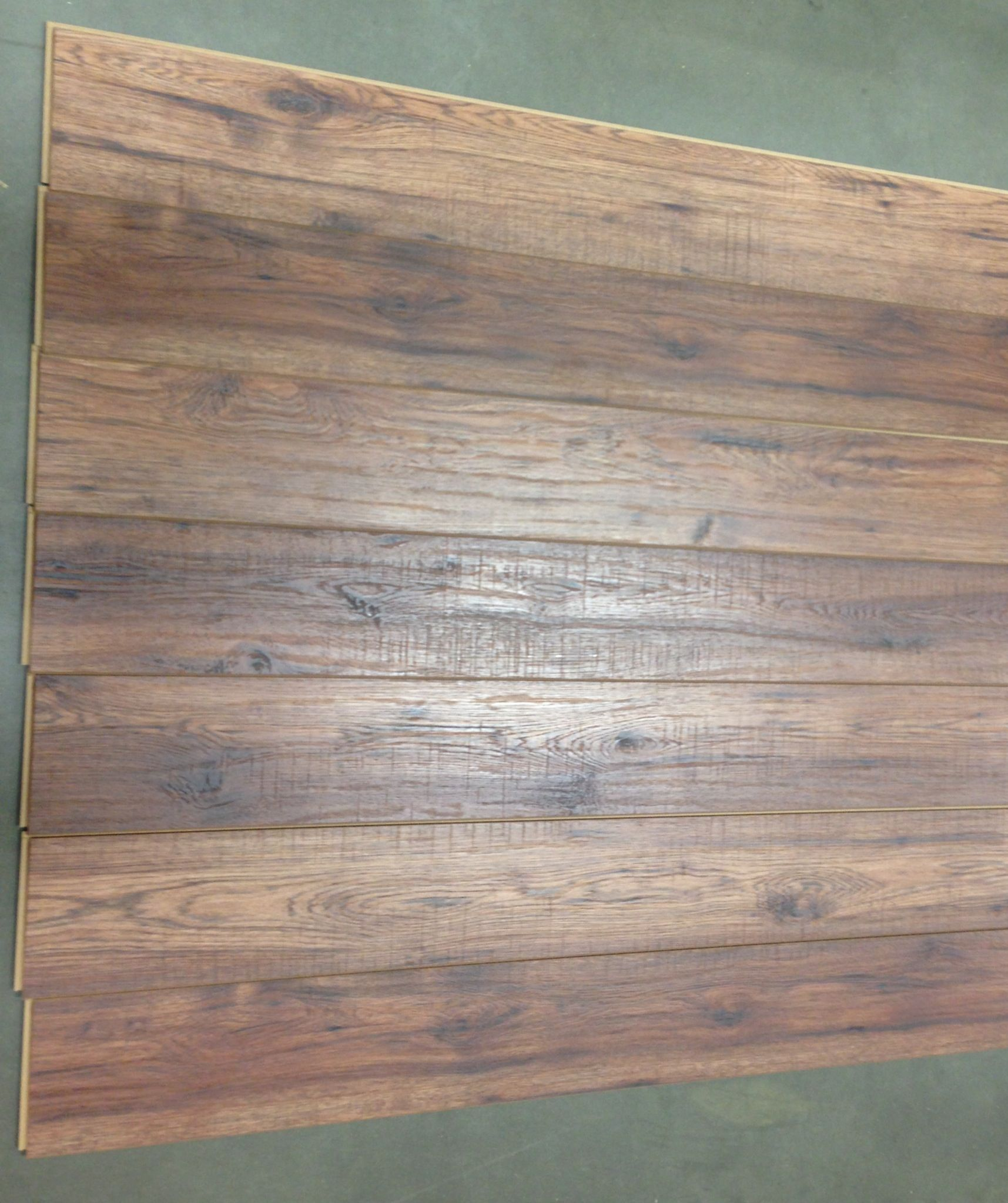 Home Depot Decorators Distressed Brown Hickory Laminate Wear Rating Is Ac4 Looks Really Good Only 1 Board Pattern Repeated In The Box