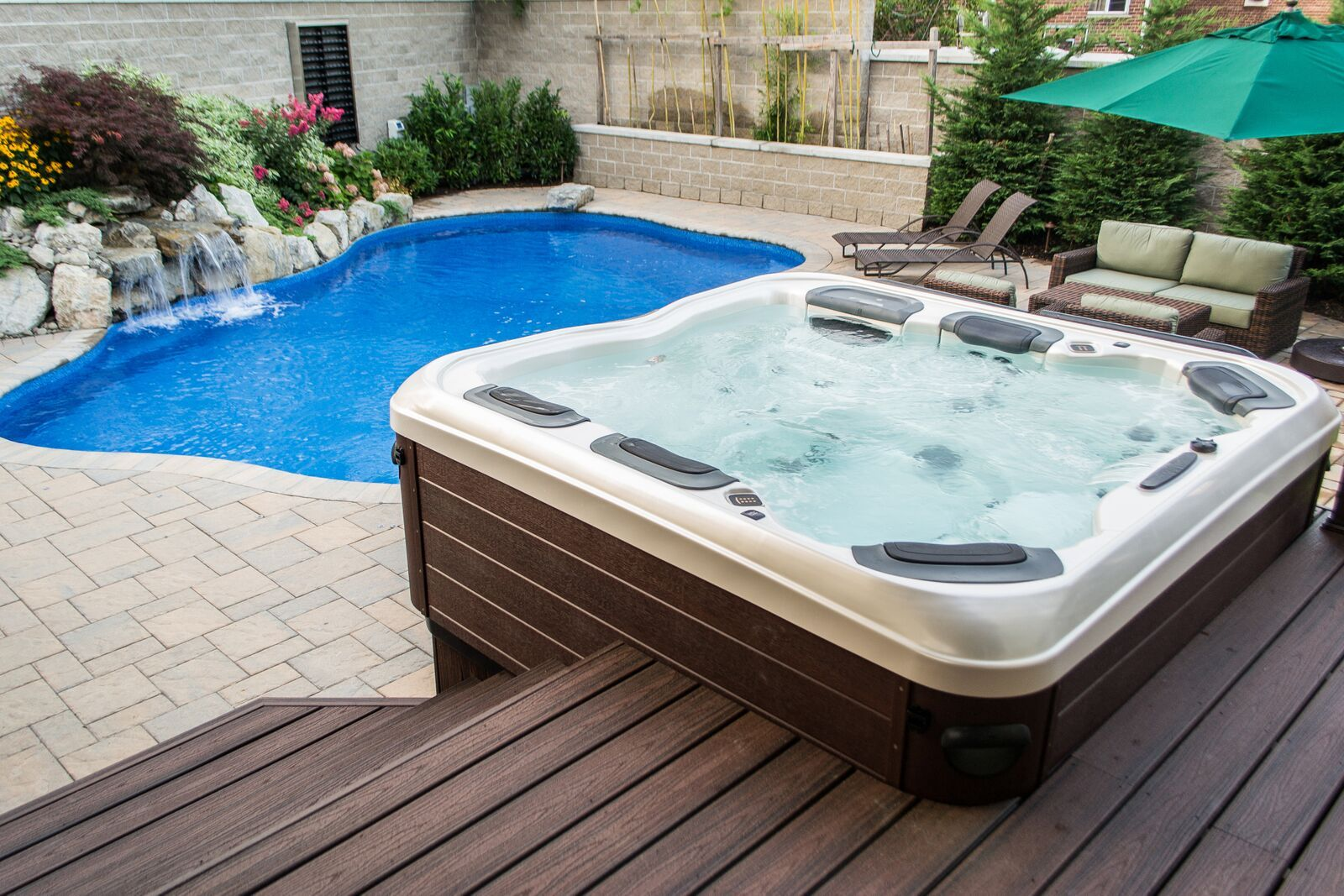 Portable Hot Tub Looks Like Custom Spillover Spa Ft Salonga Ny When You Work With Great Design Build Teams You Can Hot Tub Building A Deck Hot Tub Deck