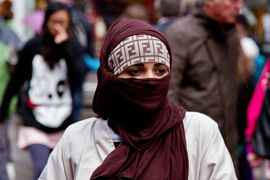 France Lifts Travel Ban On Muslim Teenager World Wanderlust European Women Old Women Women