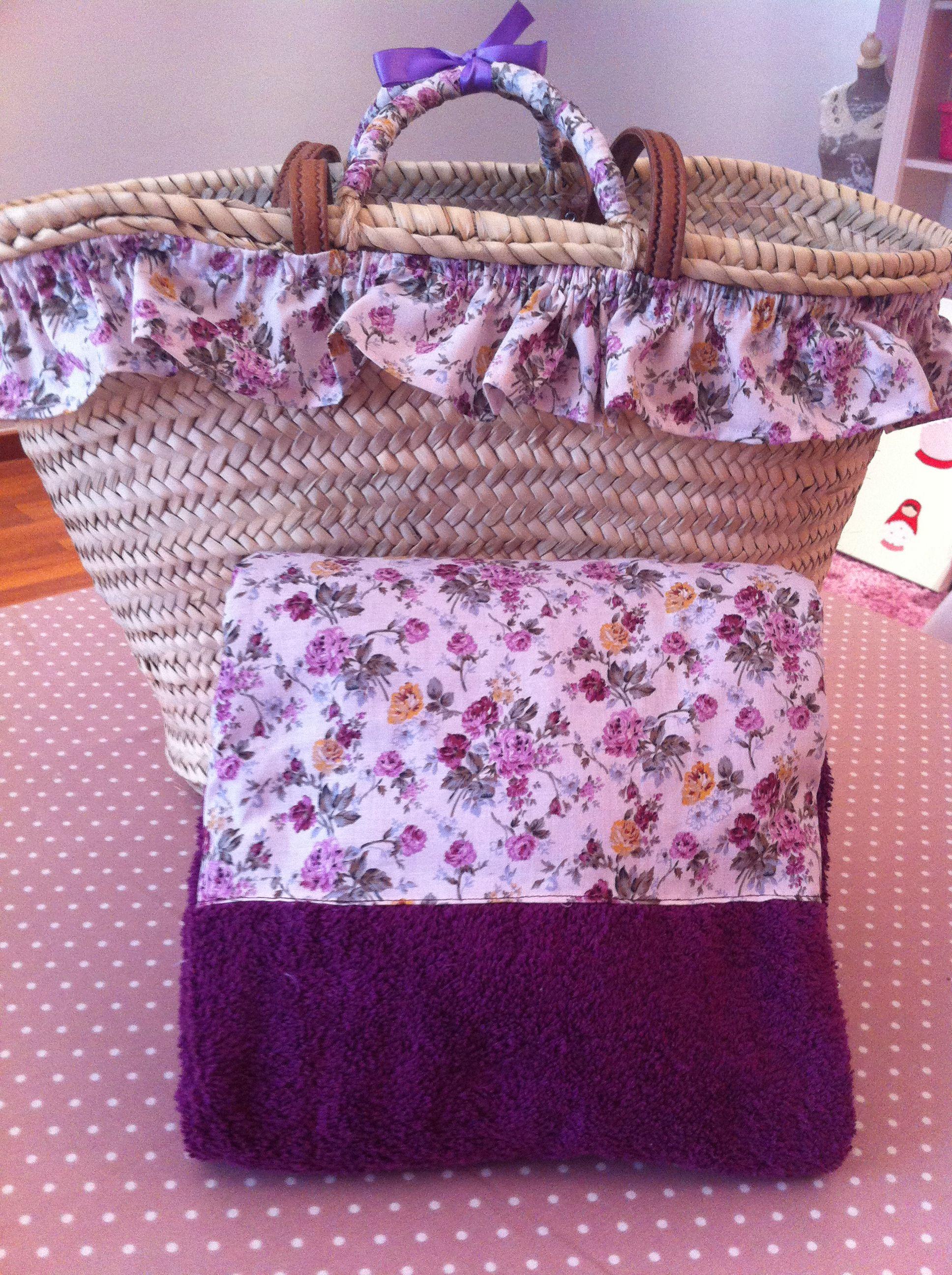 cesta de mimbre decorada con toalla a juego a la venta en el club de - Como Decorar Cestas De Mimbre