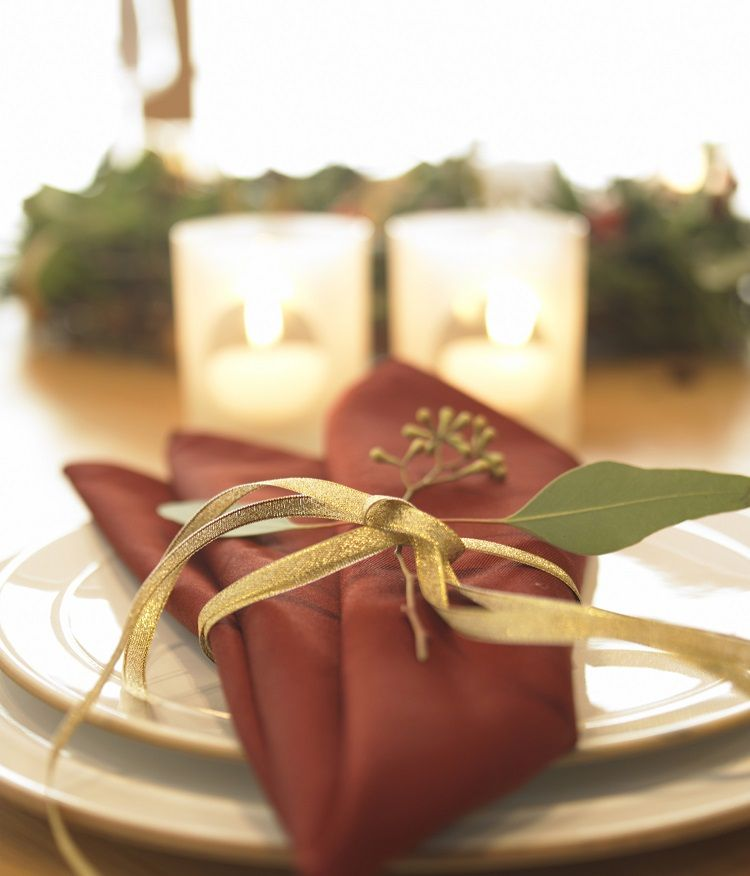 How to set & decorate a Christmas dinner table | eHow UK | Christmas ...