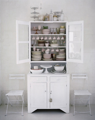 White Kitchen Hutch una singular alacena para la cocina | house furniture, shelving