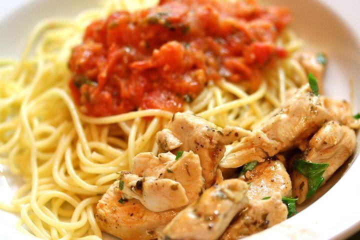طريقة تحضير معكرونة بالدجاج Family Dinner Recipes Cheap Family Dinners Tomato Recipes