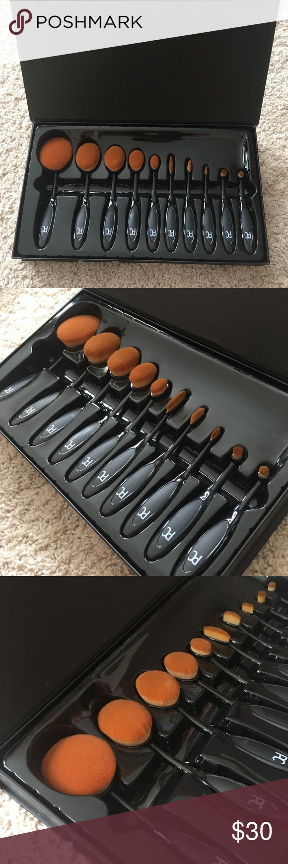 Oval brushes! Brand new soft brushes. For the face
